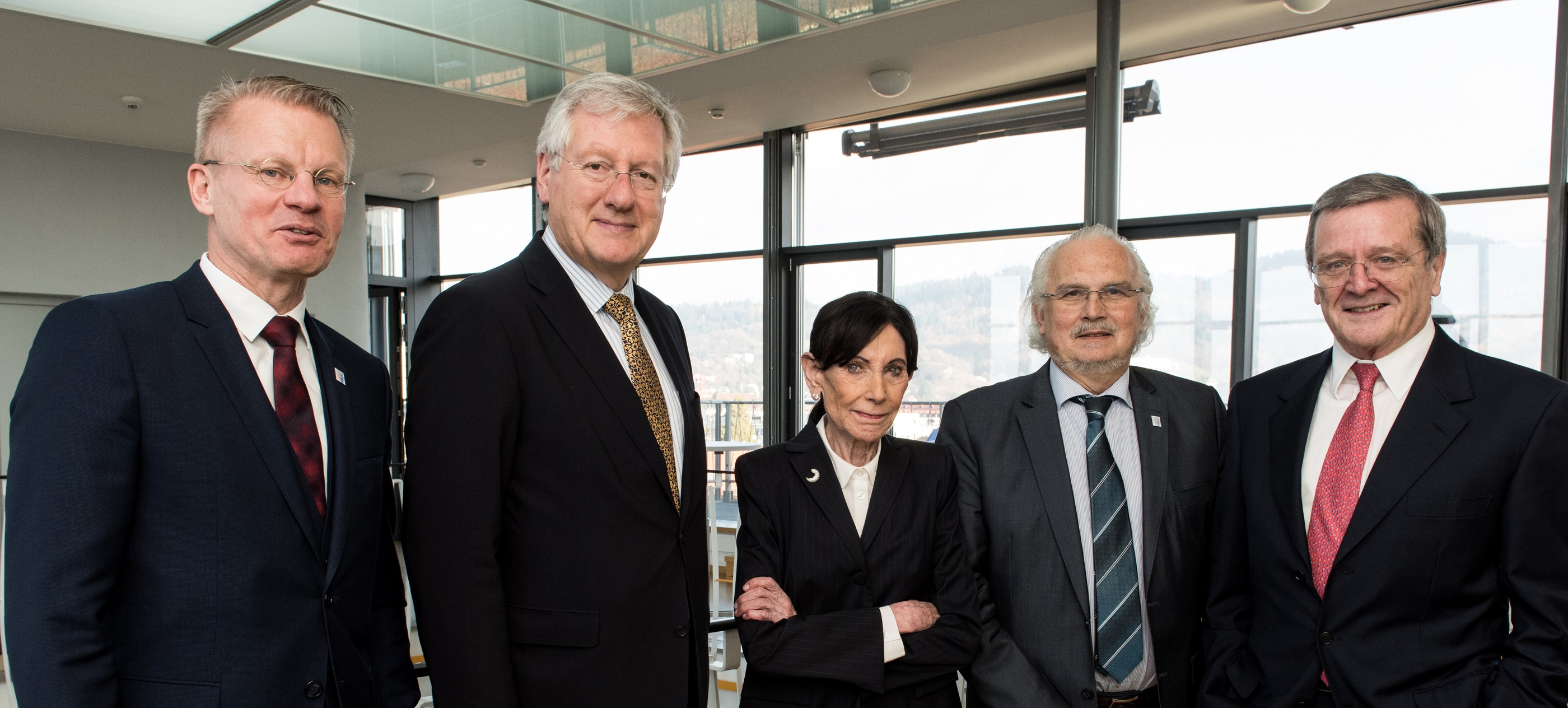 Prof. Dr. Stefan Hiermaier, Founding Director of INATECH, Rector Prof. Dr. Hans-Jochen Schiewer, founder Eva Mayr-Stihl, Vice-Chancellor Prof. Dr. Gunther Neuhaus and Robert Mayr, board member of Eva Mayr-Stihl Foundation (Photo: Patrick Seeger)